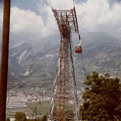 View of the cable car with the location of the residence in the background - Date unknown (1974-1983)